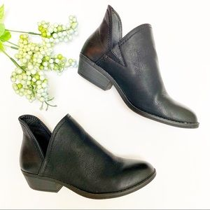 Universal Thread Nora V-Cut Ankle Booties Black